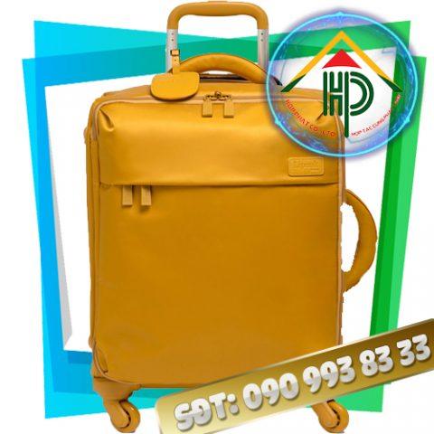 May vali kéo màu vàng