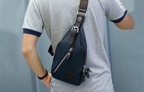 Túi khoác chéo cho nam giới có dáng người thấp