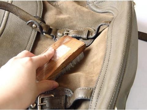 Sử dụng cây lăn bụi/bàn chải đúng cách