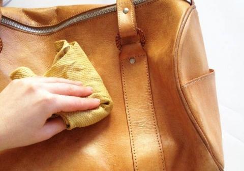Cách vệ sinh túi xách da ngay khi bị bẩn