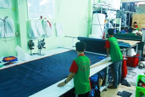 Khu vực trải vải tại xưởng 2