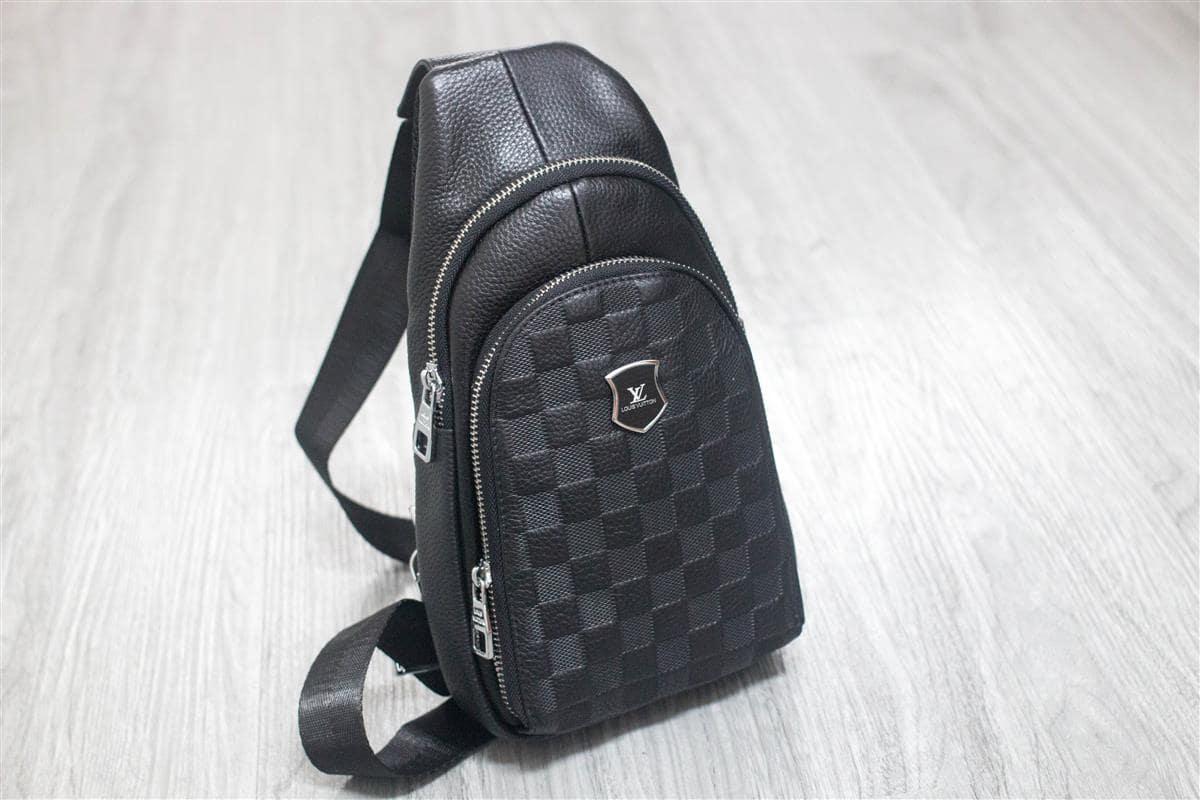 Mẫu túi đeo chéo nam Louis Vuitton