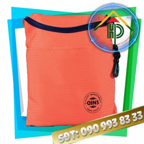 Túi xách thời trang gấp gọn màu cam khi gấp lại