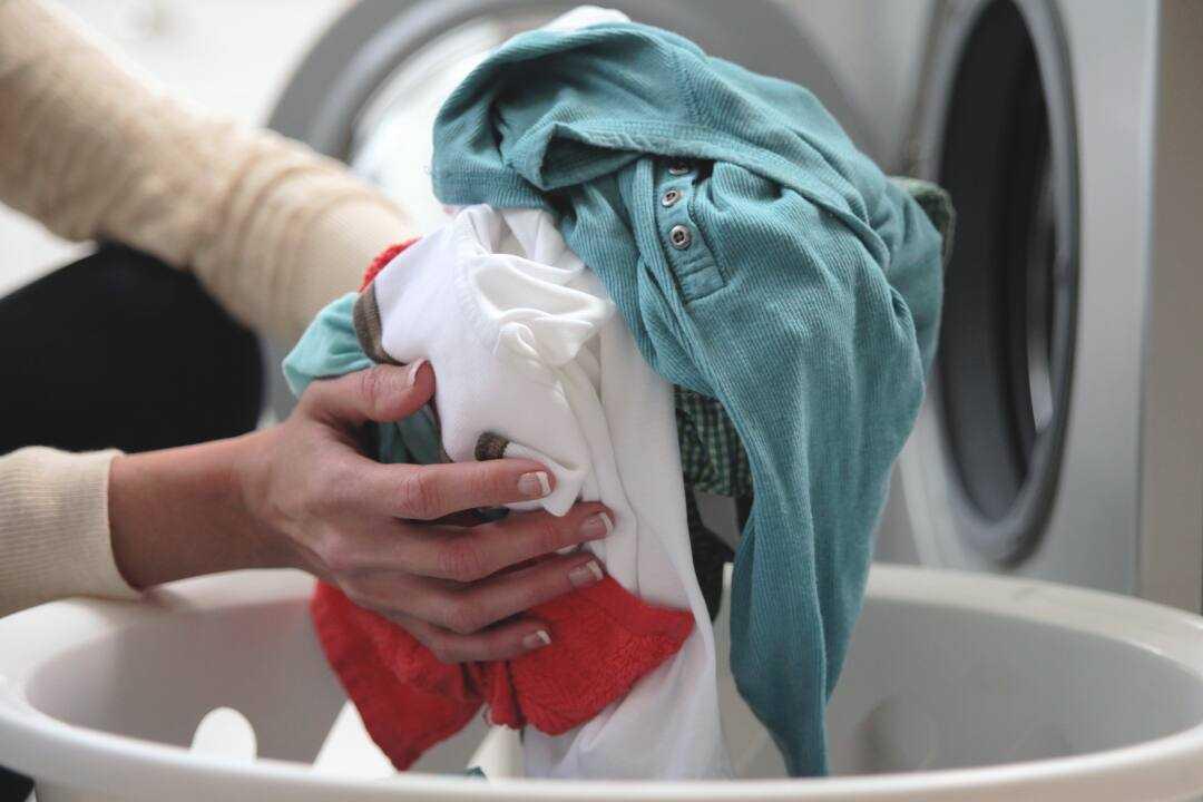 Giặt vải đũi bằng tay