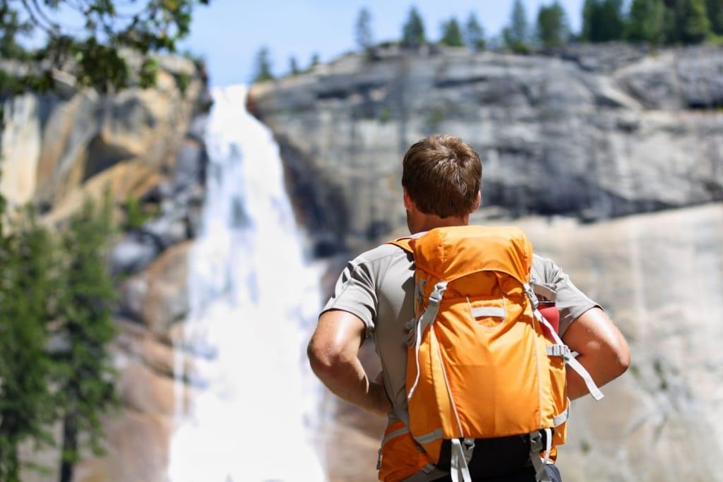 Chất liệu là yếu tố quan trọng ảnh hưởng đến balo du lịch