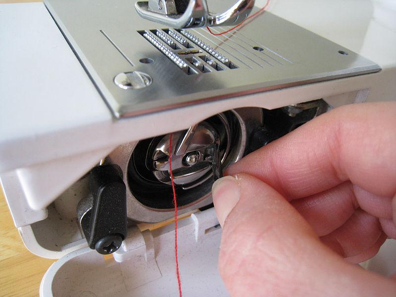 Điều chỉnh và lắp ốc vào vị trí cũ