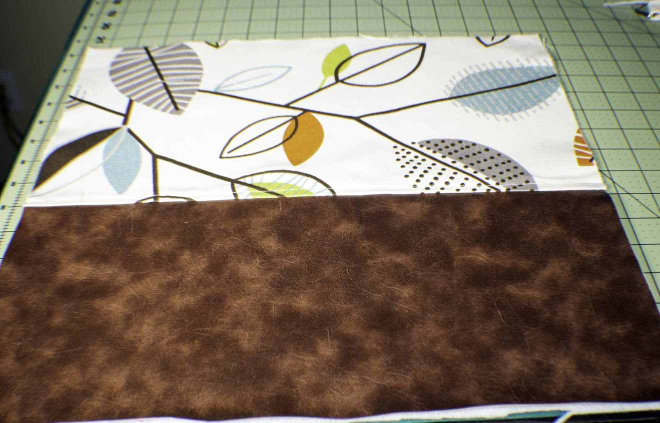 may phần trước balo: may vải giả da từ dưới lên trên phần vải canvas