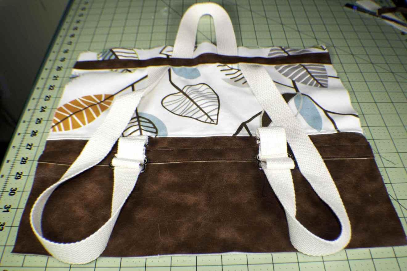 thêm phần tay cầm và phần dải vải trên cùng của balo