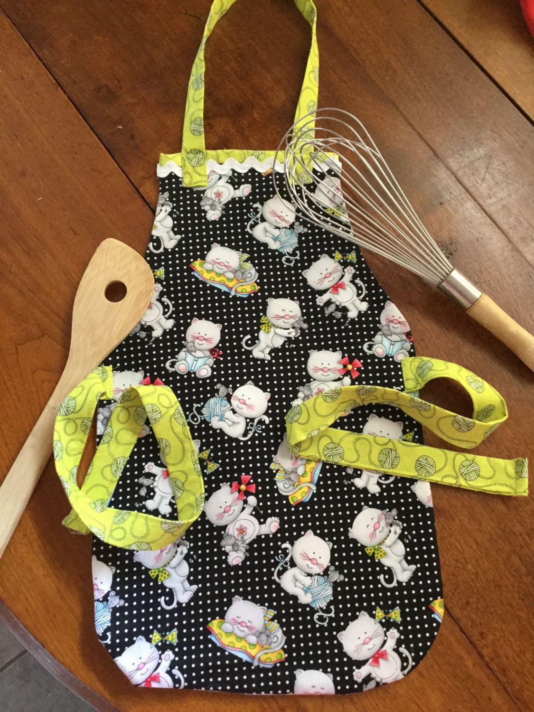 sử dụng túi tote để làm tạp dề cho trẻ