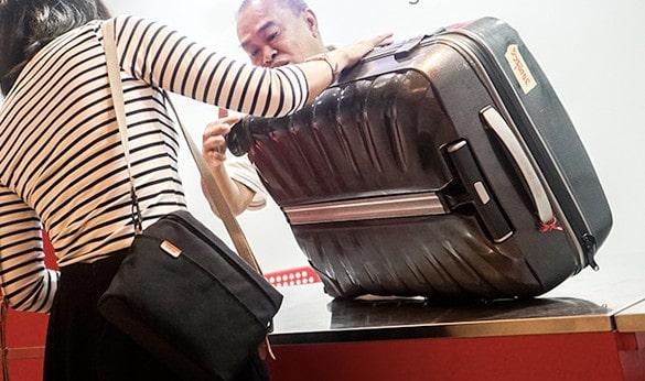 Một số trường hợp không nên sử chữa bánh xe vali tại nhà