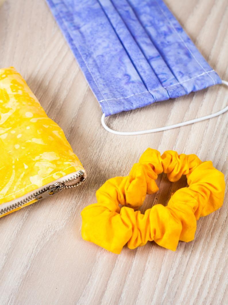 làm scrunchies bằng túi vải không dệt