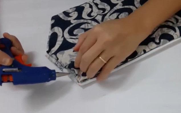 Gắn vải lót vào phần miếng giấy còn hở