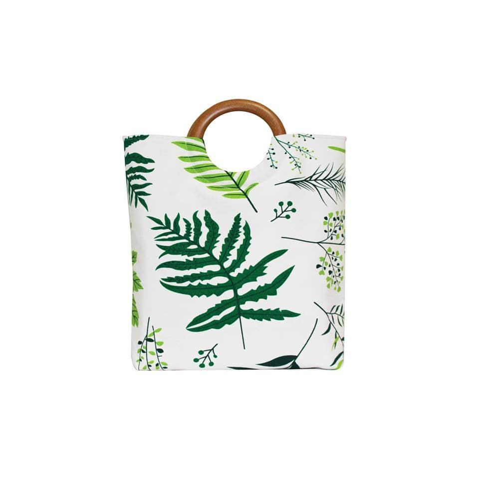 Mẫu túi xách quai gỗ lá xanh