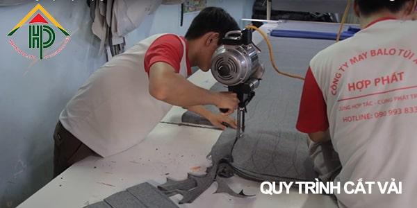 Bước 3: Cắt và gia công các bộ phận tạo nên sản phẩm