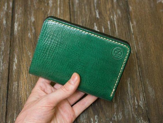 Người hành Mộc cũng có thể chọn cho mình ví cấm tay nam màu xanh lá cây