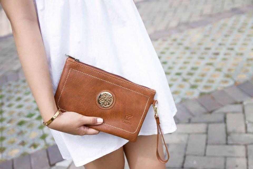 Mua ví cầm tay nữ thời trang theo tính cách