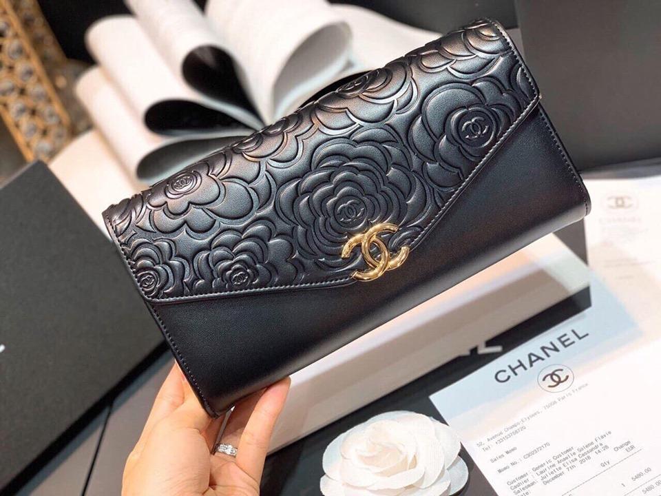 Mẫu ví cầm tay nữ đẹp Trifold Chanel