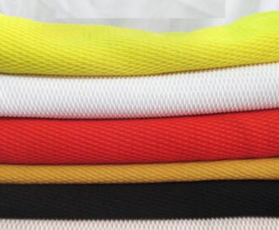 Đặc điểm nổi bật của chất liệu vải này chính là mặt trong của vải giống như hình vảy cá