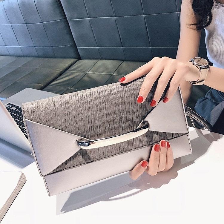 Mẫu ví cầm tay nữ thời trang clutch kiểu bì thư