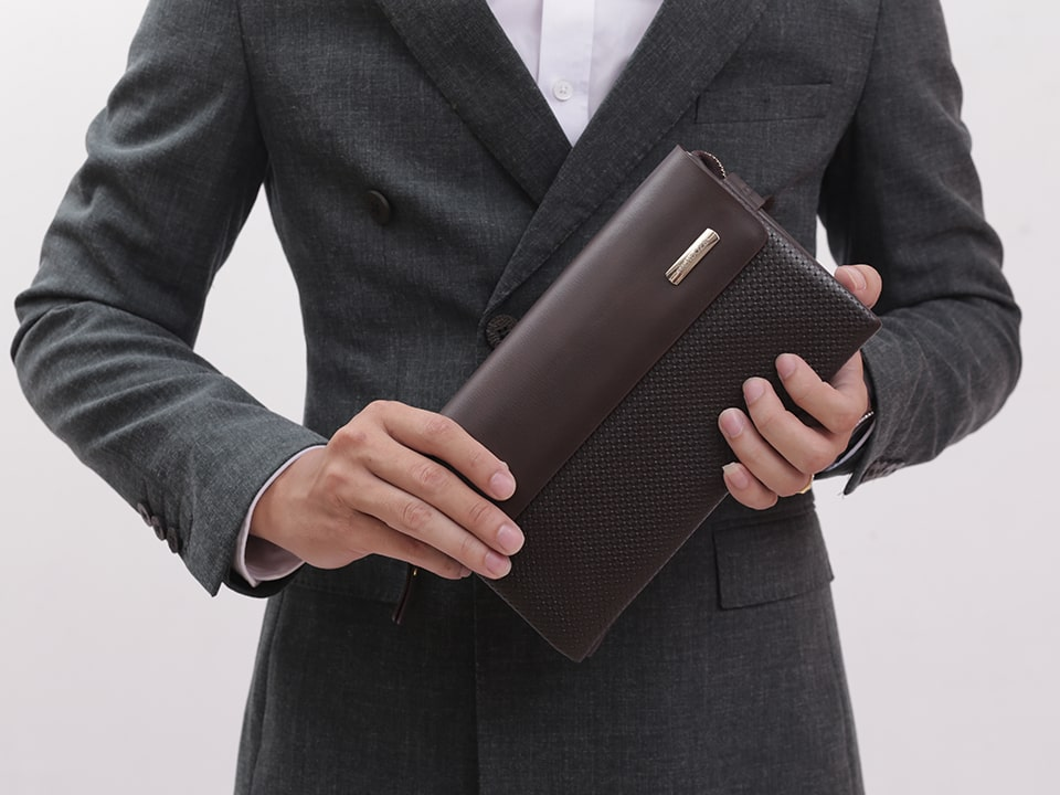 Ví da cầm tay nam - Phụ kiện thời trang sang trọng và lịch thiệp