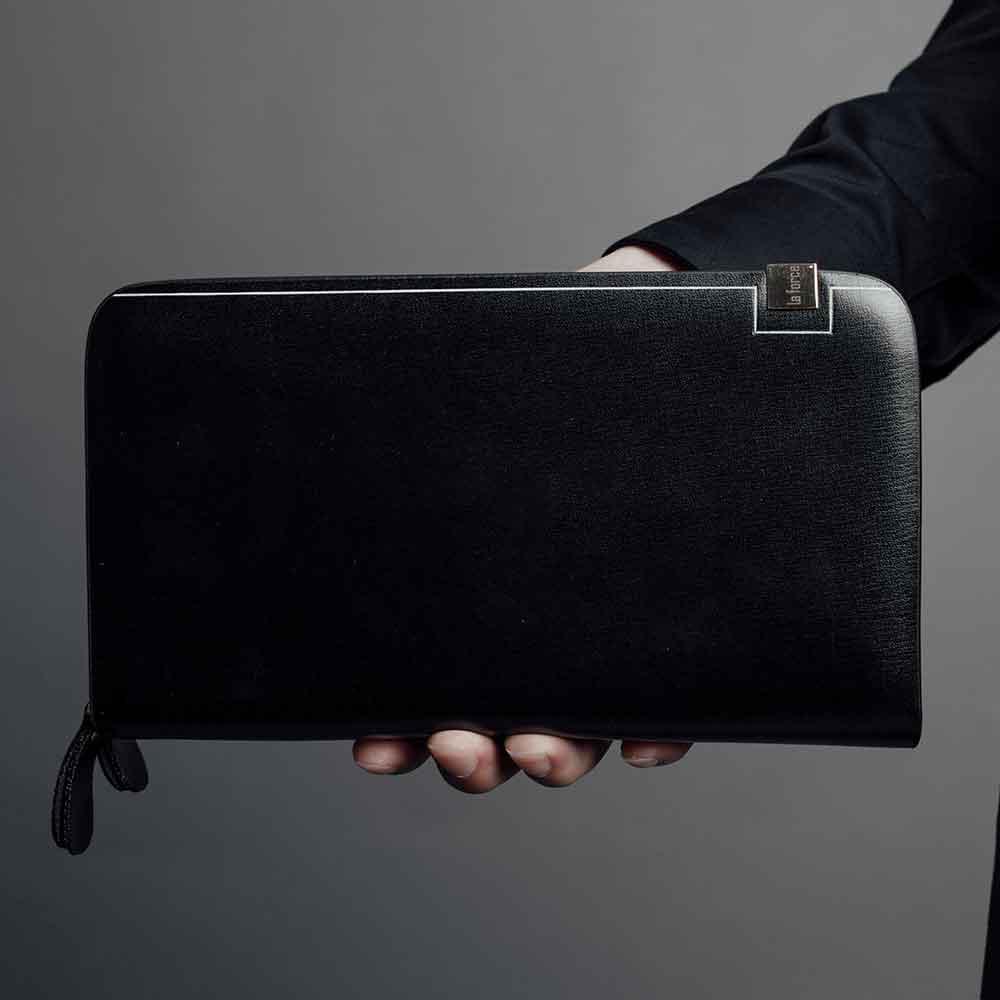 Chọn ví da nam cầm tay cao cấp được làm từ chất liệu da
