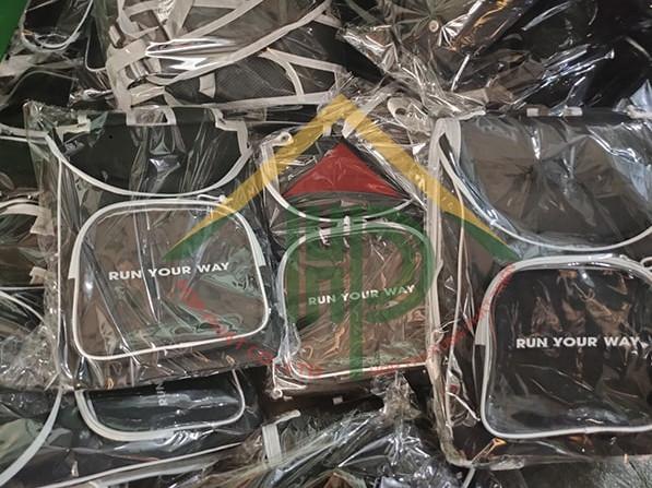 Mỗi chiếc balo thời trang Shondo đều được đóng bên trong túi bóng riêng biệt. Nhằm đảm bảo vẻ đẹp và độ bền cho sản phẩm