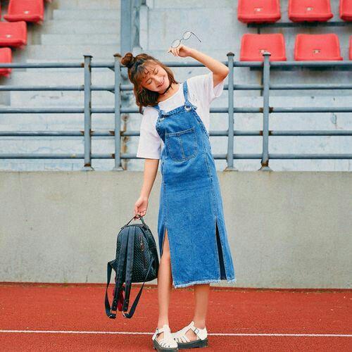 Váy yếm cùng balo - Bạn như một Fashionista chính hiệu