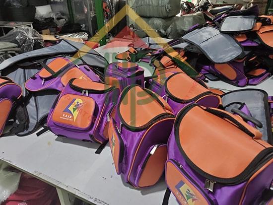 Các phụ kiện đính kèm trên balo mầm non quốc tế Việt Mỹ luôn đạt chất lượng và an toàn cao