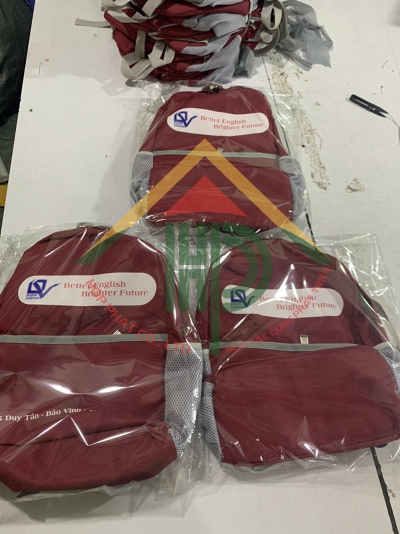 Đóng gói và hoàn thiện chuẩn bị giao hàng cho khách hàng Quốc Văn