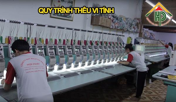 Quy trình in thêu logo trên balo quảng cáo tại Hợp Phát luôn được thực hiện trên máy móc hiện đại