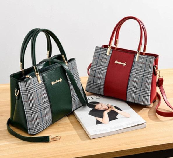Nên chọn những chiếc túi xách có thiết kế đơn giản cho phụ nữ trung niên