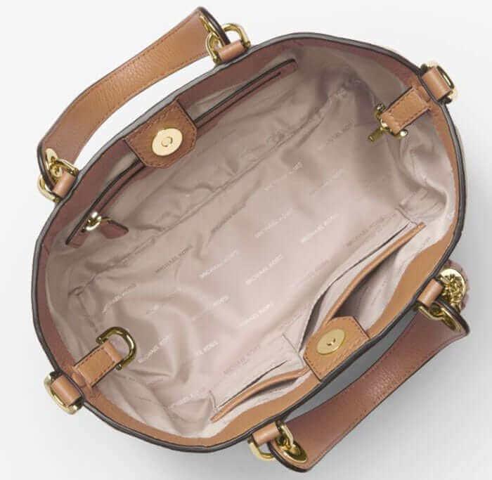 Hạn chế làm bẩn bên trong túi, không dây chất lỏng vào bên trong túi xách
